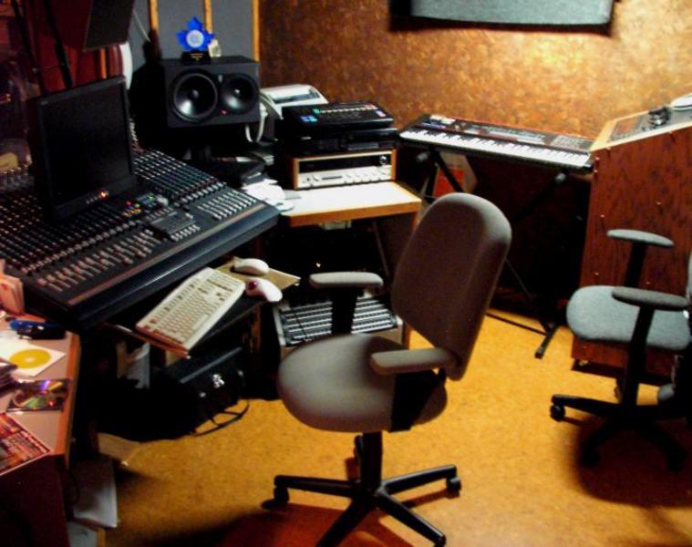 Awe Inspiring Bassline Studio Recording Studio In Toronto On Bandmix Ca Inspirational Interior Design Netriciaus