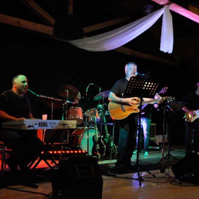 Ovation celebrity deluxe 12 string guitar gig