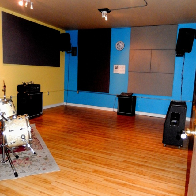 Lou's Music/Soundcheck Rehearsal Studios