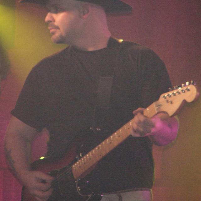 Guitarzan5002